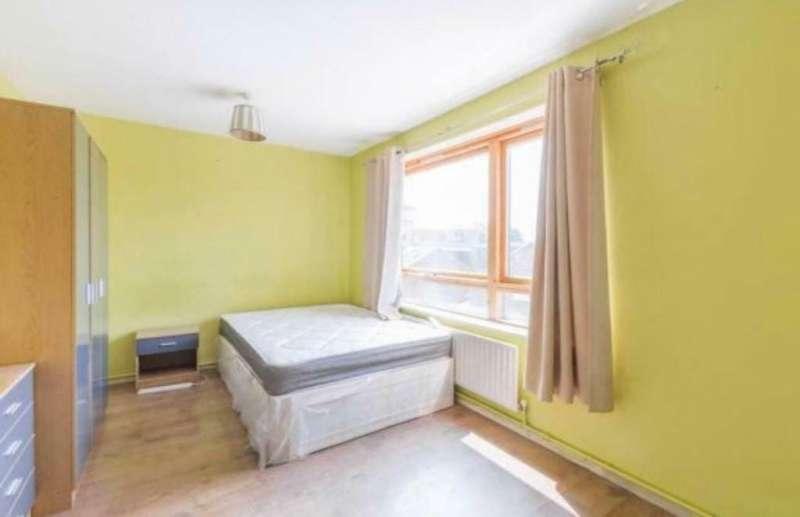 3 bedroom flat in Plaistow E13 0LJ