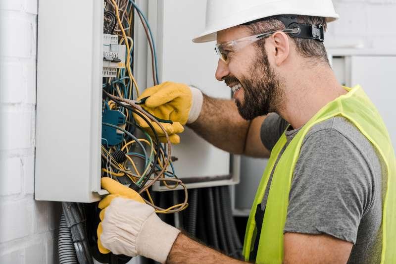 Ajutor electrician