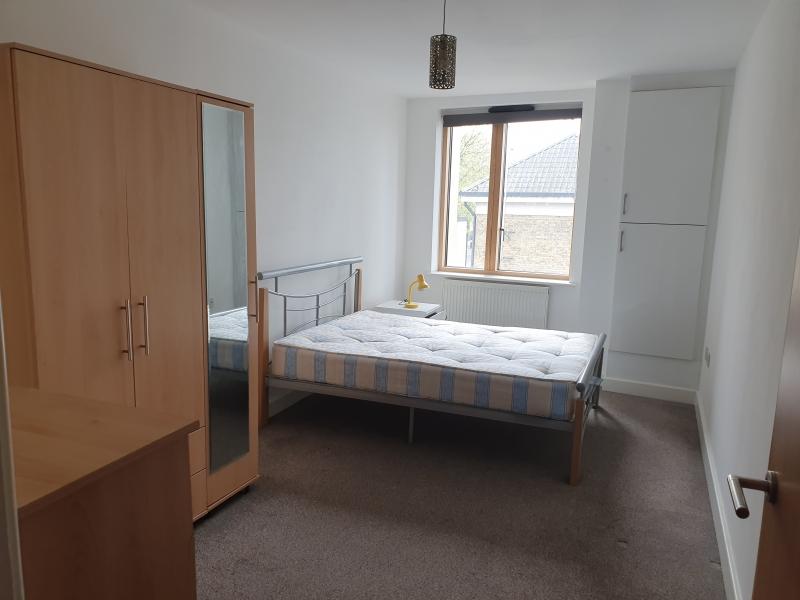 Camera dubla si loc în Upton Park